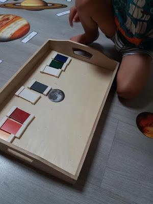 unschooling homeschooling space unit mise en paire pédagogie montessori, tablettes deuxième boîte de couleurs, planètes, système solaire