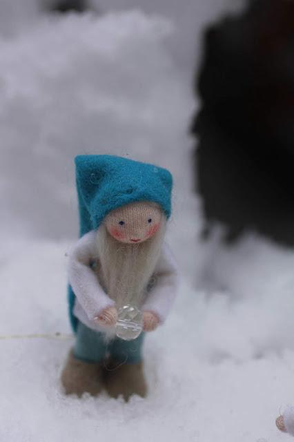 solstice hiver yule ambrosius doll