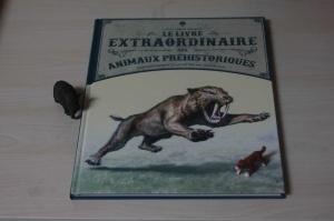 livre le livre extraordinaire des animaux préhistoriques éditions little urban
